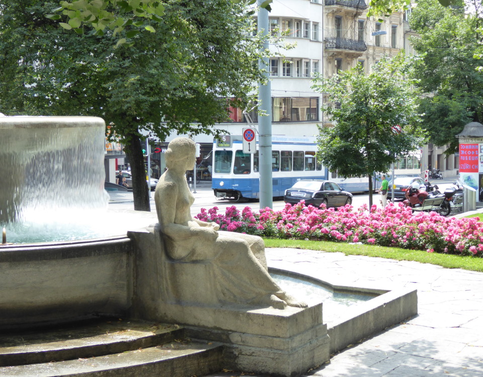 Tram and Fountain on Raemistrasse