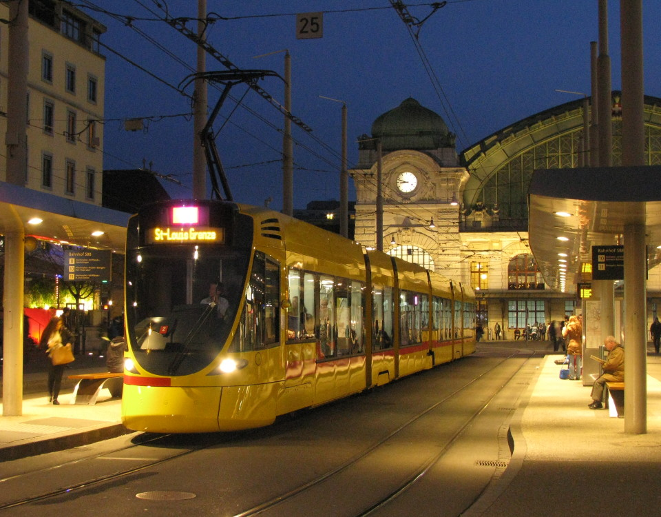 Basel tango tram Centralbahnplatz at night