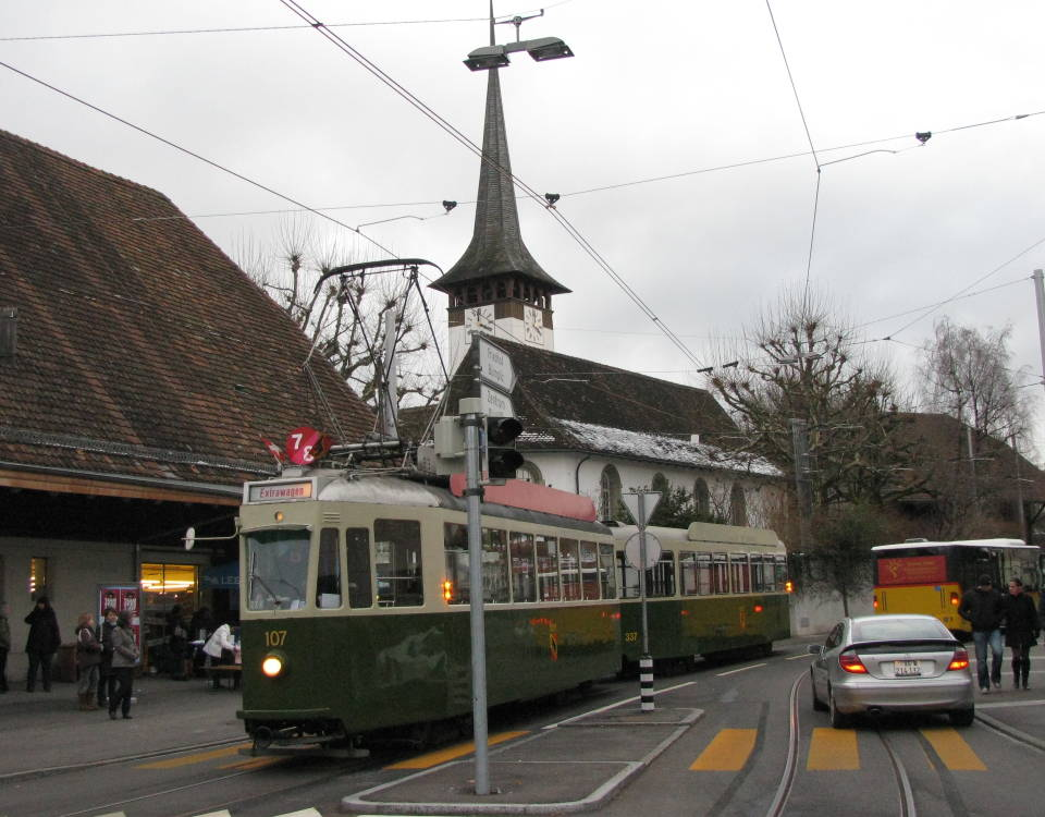 Tram Bern West mit Standardwagen bei Buemplitz Post