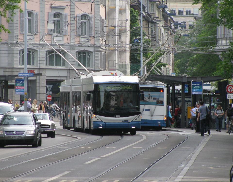 Lightram double-articulated trolleybuses at Loewenplatz