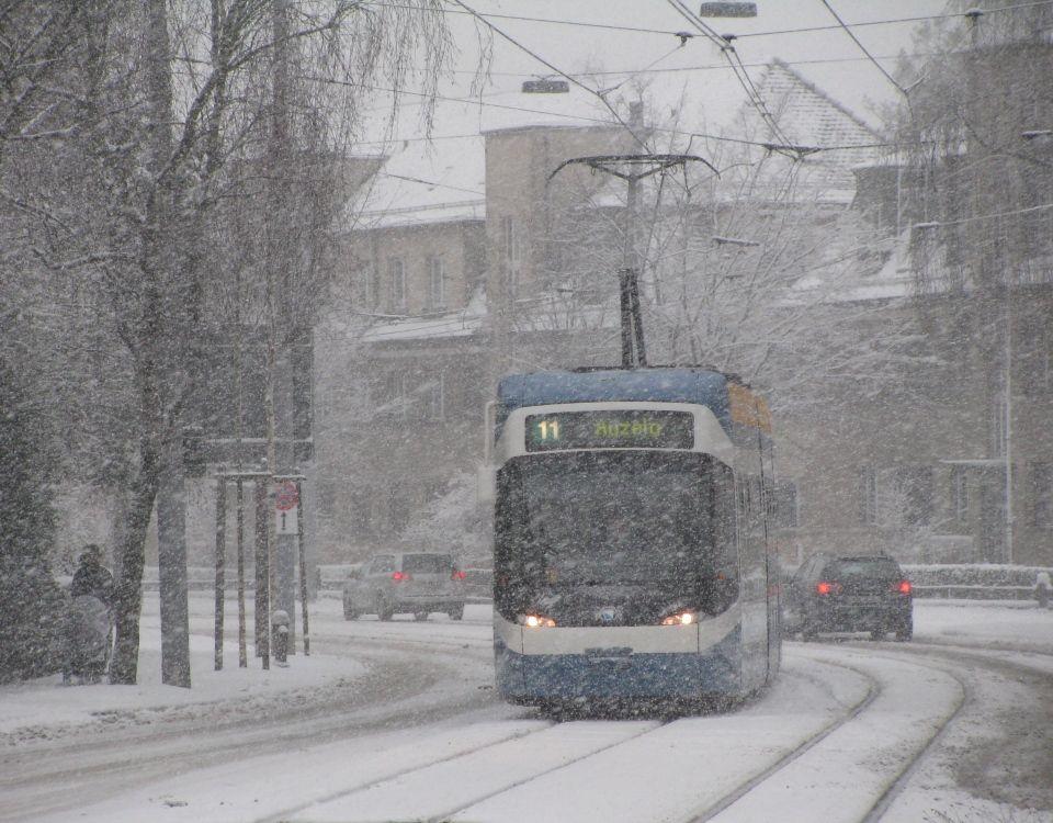 Tram in snow Bucheggplatz