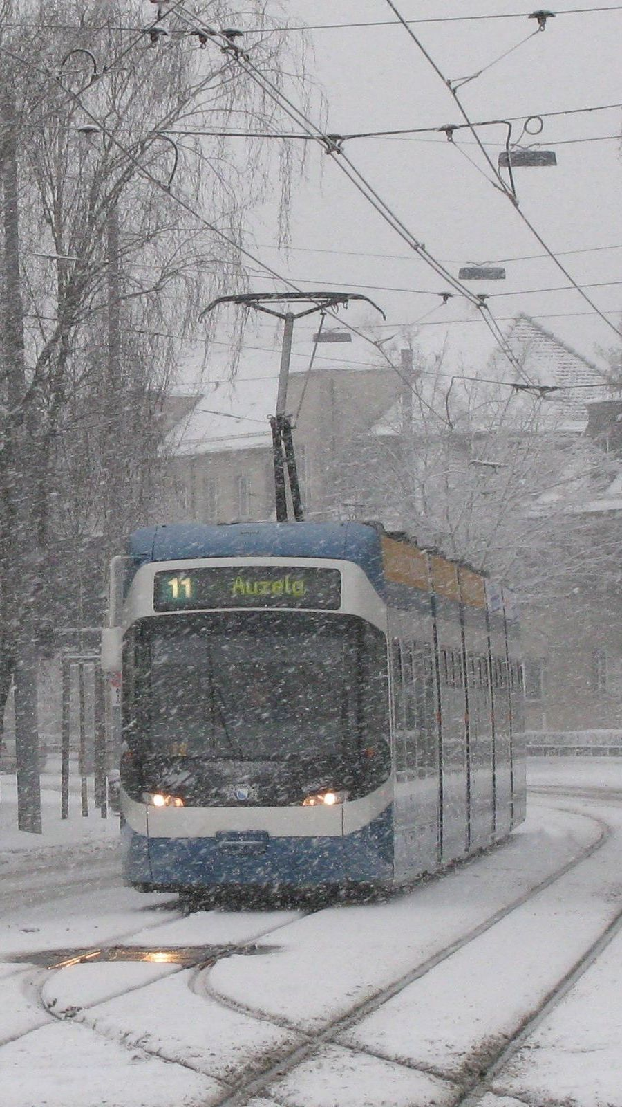 Tram in snow Bucheggplatz