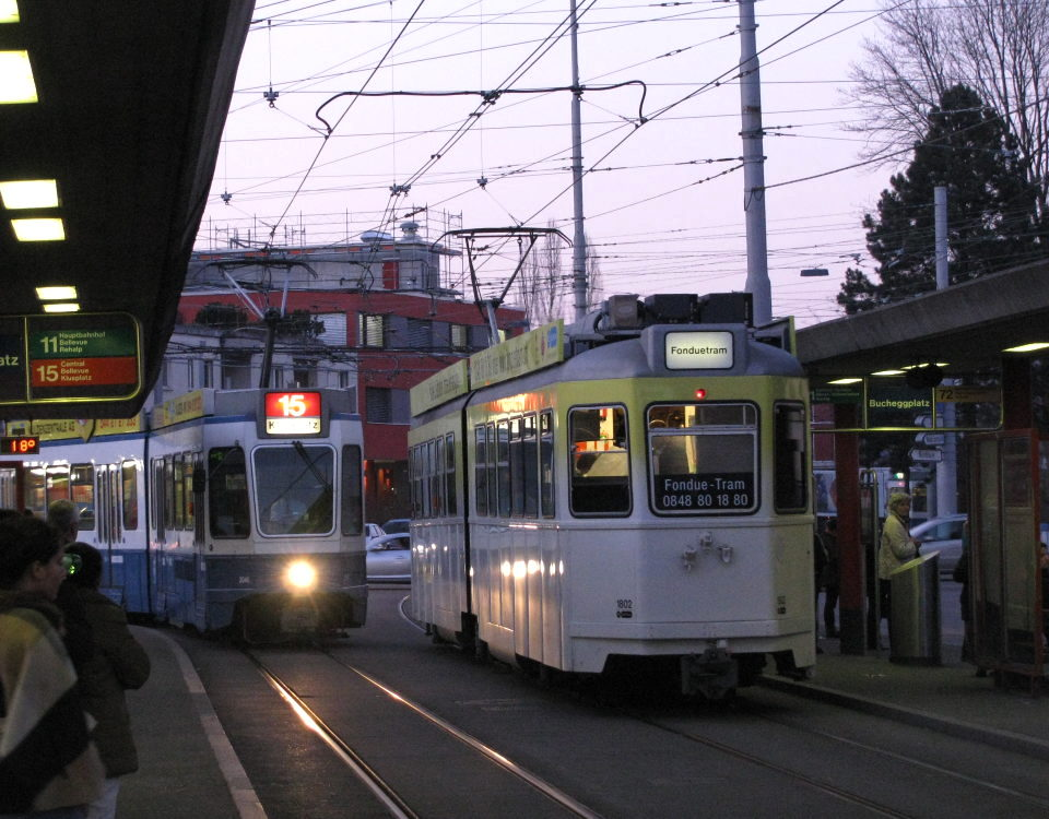 Fonduetram in twilight at Bucheggplatz
